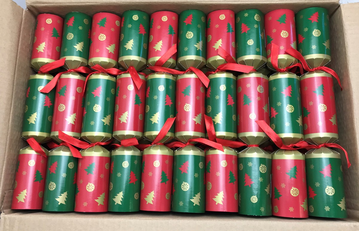 50 Green & Red Christmas Crackers